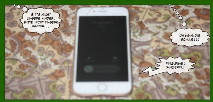 """Auszug aus dem Comic: Ein klingelndes Handy. Dazu die Sprechblasen: """"Oh Nein, die Schule!!"""" und """"Bitte nicht unsere Kinder, bitte nicht unsere Kinder!!"""""""