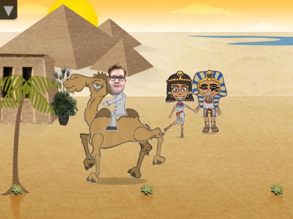 Figur mit menschlichem Kopf reitet Kamel